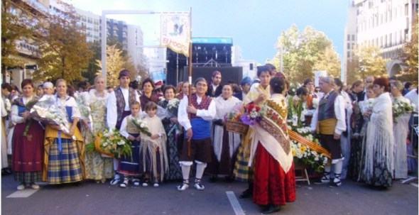 Blesinos en la ofrenda de flores de 2006. Foto Helena Sanz. Clic para ampliar