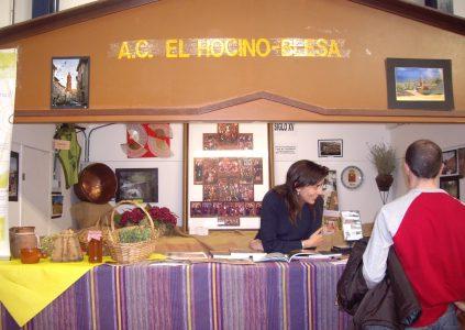 Carmen al frente de nuestro escaparate en la Feria Comarcal