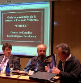 En el centro J.C.Gordillo, a la derehca J.Royo Lasarte, presentado este libro sobre cuevas y simas